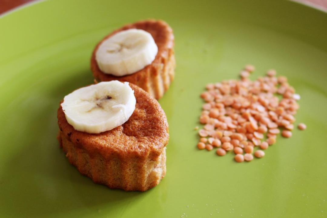 Dolce con farina di lenticchie e banane