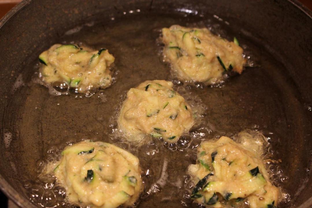 Frittelle di zucchine e farina di farro