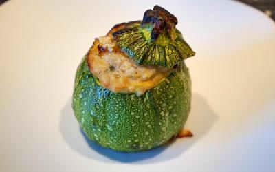 Zucchine tonde ripiene al forno un piatto leggero per l'estate