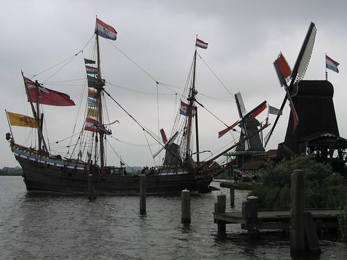 Barco y Molinos De Huisman y De Gekroonde Poelenburg