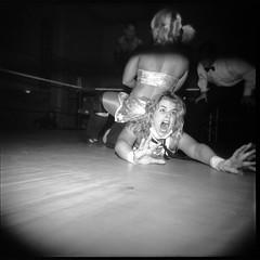 Holga wrestling
