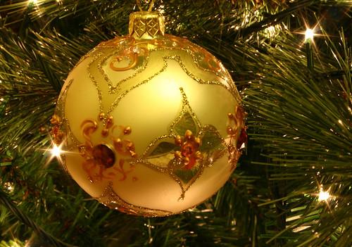 Golden Christmas by krisdecurtis.