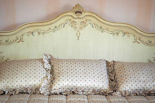 guest bed by limonada.
