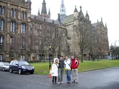 Andrea, Nuria, Manuel y yo en el edificio histórico de la Universidad