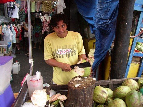 Coconut street vendor sidewalk buko Philippines Buhay Pinoy  Filipino Pilipino  people pictures photos life Philippinen