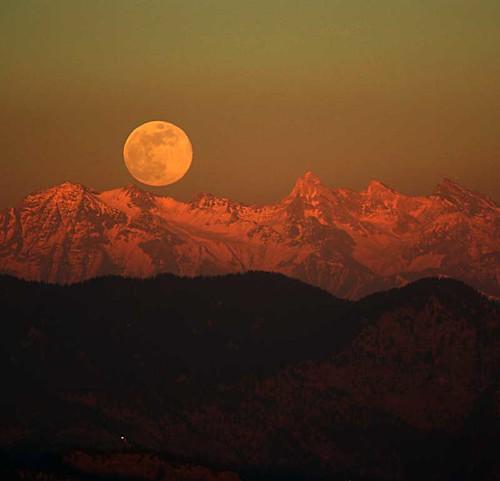 Himalayan Moonrise por swamysk