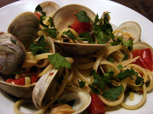 linguine with clams and tomatoes