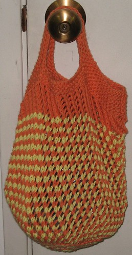 * Anyone who knows me knows how much I love my knitted shopping bags - they are teh bomb!!