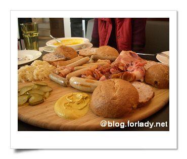 家庭號組合 有豬腳香腸火腿麵包