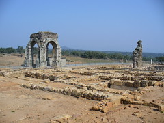 Arco romano de Cáparra