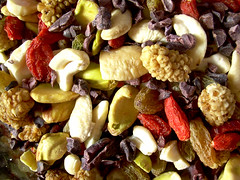 raw mix... goji berries, nibs