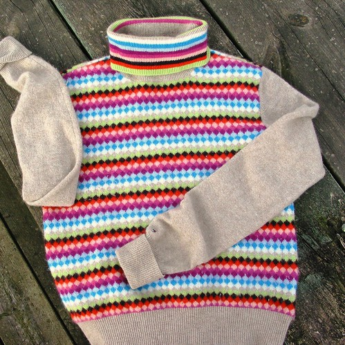 Wool turtleneck diamond pattern sweater