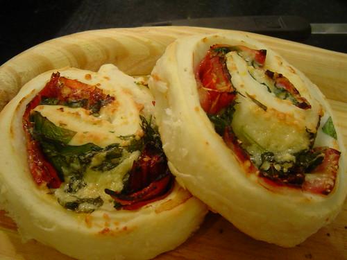 tomato-arugula rolls