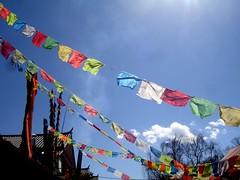 麗江大研古城-陽光下的藏旗