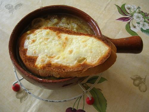 Sopa de cebolla con tosta