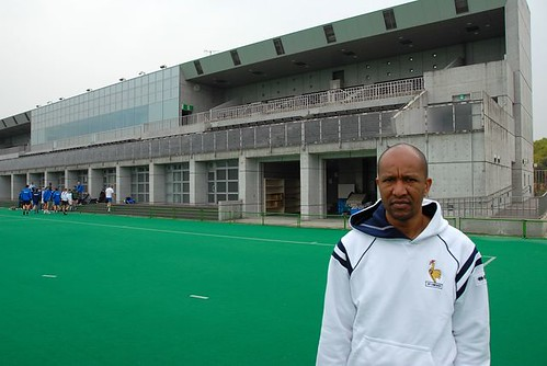 Franck Grondin devant le Green Stadium de Kakamigahara