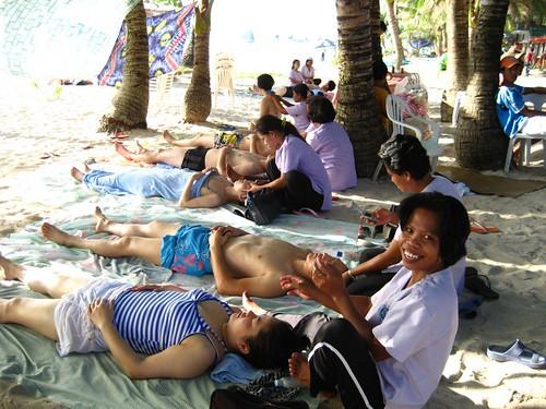 boracay rural seaside beach massage masseuse  Pinoy Filipino Pilipino Buhay  people pictures photos life Philippinen