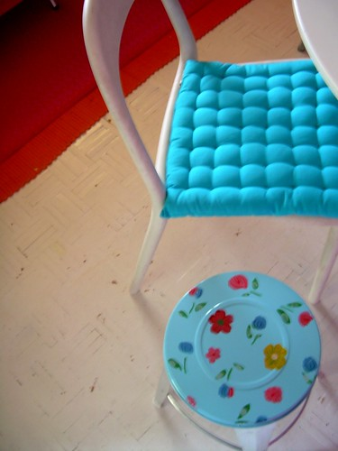 NEW STOOL/NEW SPRING COLOUR.
