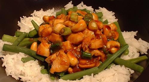 Kip Kung Pao met boontjes en rijst