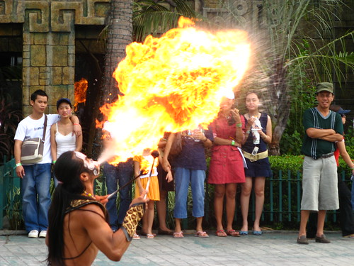 street performer fire blowing street show  Buhay Pinoy Philippines Filipino Pilipino  people pictures photos life Philippinen