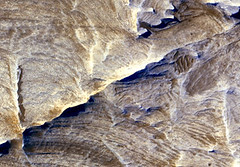 Mars Orbiter Sees Effects of Ancient Underground Fluids
