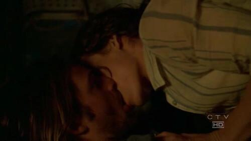 Kate Evangeline Lilly y Josh Holloway Sawyer sexo en la tienda