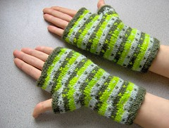 limone mitts - modeled 2