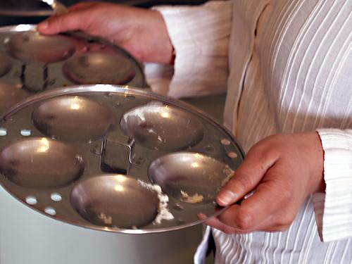 idli steaming trays
