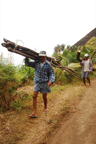 Batanes firewood gathering gatherer rural scene Pinoy Filipino Pilipino Buhay  people pictures photos life Philippinen  菲律宾  菲律賓  필리핀(공화�) Philippines