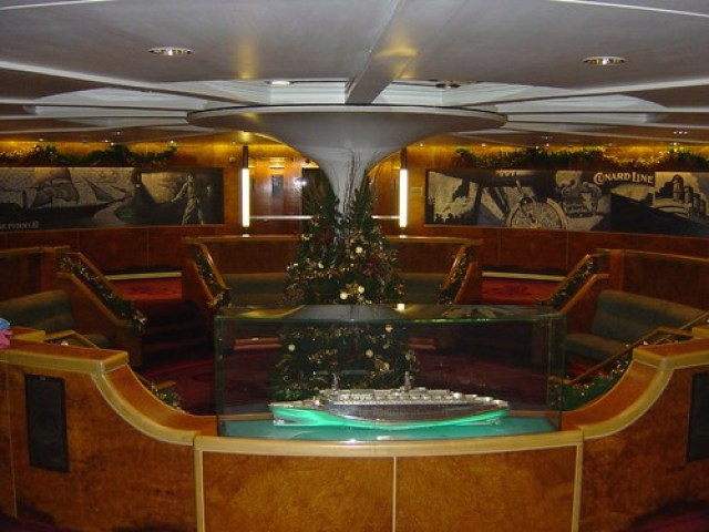 QE2 Midship Lobby (Decorated for Christmas 2004)