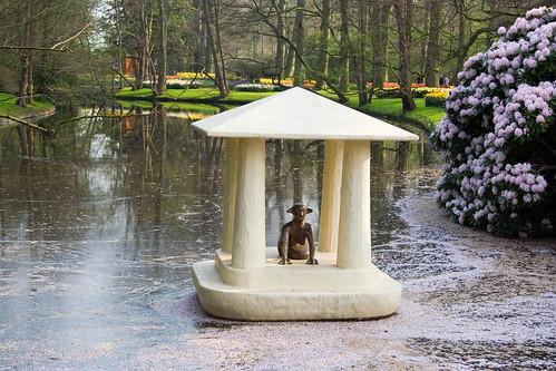 Estatua en el agua
