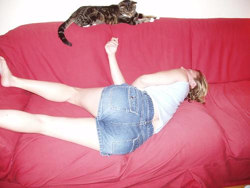 Strangest Sleeping Position in the World - Courtesy of Huz