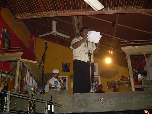 Leyendo en un open mic en Falafel, hace año y pico. Te acuerdas AnaMaria?