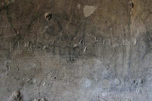 Inscripción de un cirujano irlandés en la Torre del Trovador (Palacio de La Aljaferia, de Zaragoza)