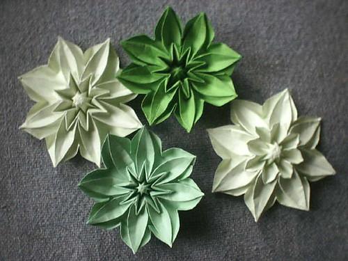 Origami christmas flowers origami tutorial lets make it christmas flower origami gallery decoration ideas mightylinksfo