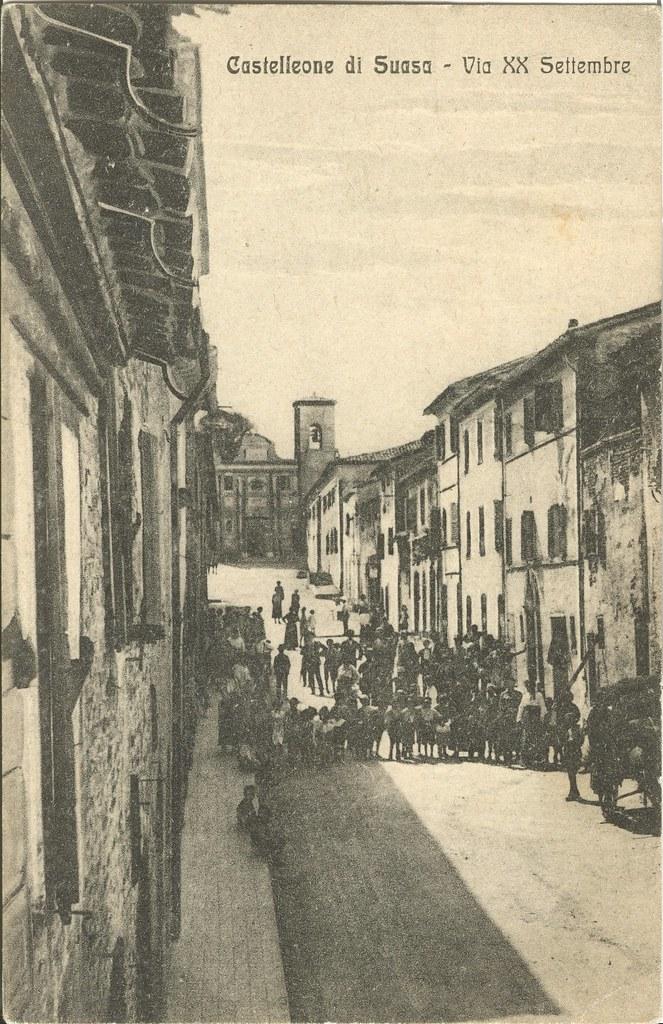Via XX Settembre (oggi Corso Guglielmo Marconi) a Castelleone di Suasa. <br/> Inizi del XX secolo