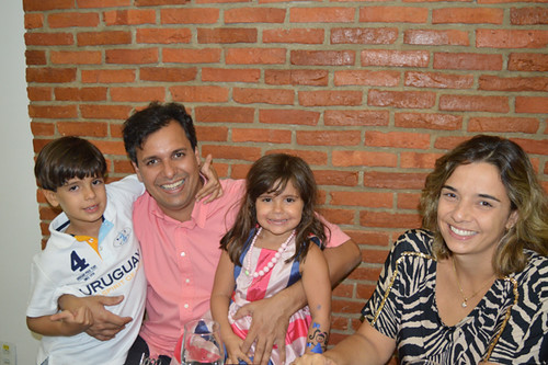 Maurício José  Ruback com os filhos, e a amgia Renata
