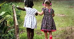 """Die Freundin. Die Freundinnen. Diese beiden Mädchen sind Freundinnen und gehen Hand in Hand. • <a style=""""font-size:0.8em;"""" href=""""http://www.flickr.com/photos/42554185@N00/31823941083/"""" target=""""_blank"""">View on Flickr</a>"""
