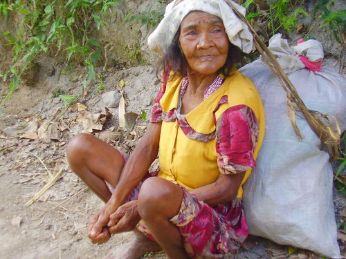 Zambales Resting elderly Aeta woman Pinoy Filipino Pilipino Buhay  people pictures photos life Philippinen  菲律宾  菲律賓  필리핀(공화�) Philippines