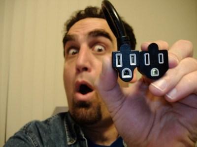 scared plugs por Luke Gattuso