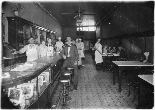 Papou's Restaurant: Mid-1930's