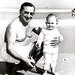 Portinari com sua neta Denise, na praia do Leme. Rio de Janeiro, 1961.