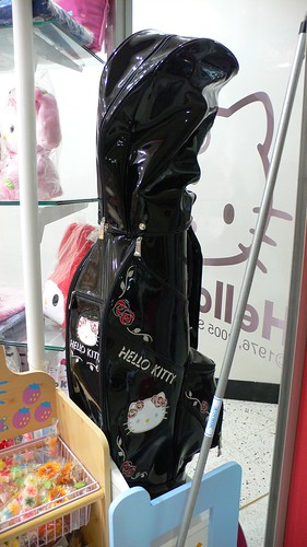 Hello Kitty golf bag by Crys under CC BY-NC-SA 2.0