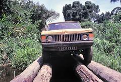 Range Rover - Log Bridge