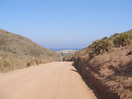 Camino de entrada a Calblanque