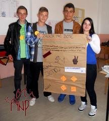 Kids Presenting Peace Plakat 2