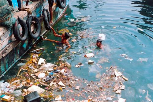 pollution_at_harbour by Mandar Sengupta.