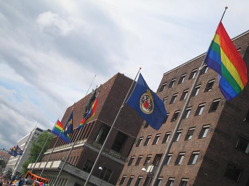 Oslo flagger for skjevhetene