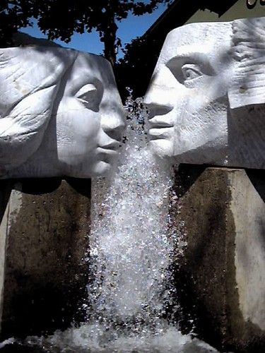 kissing fountain