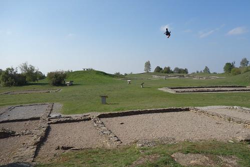 Larina est un site archéologique avec de nombreux vestiges, qui datent de la préhistoire à l'époque médiévale